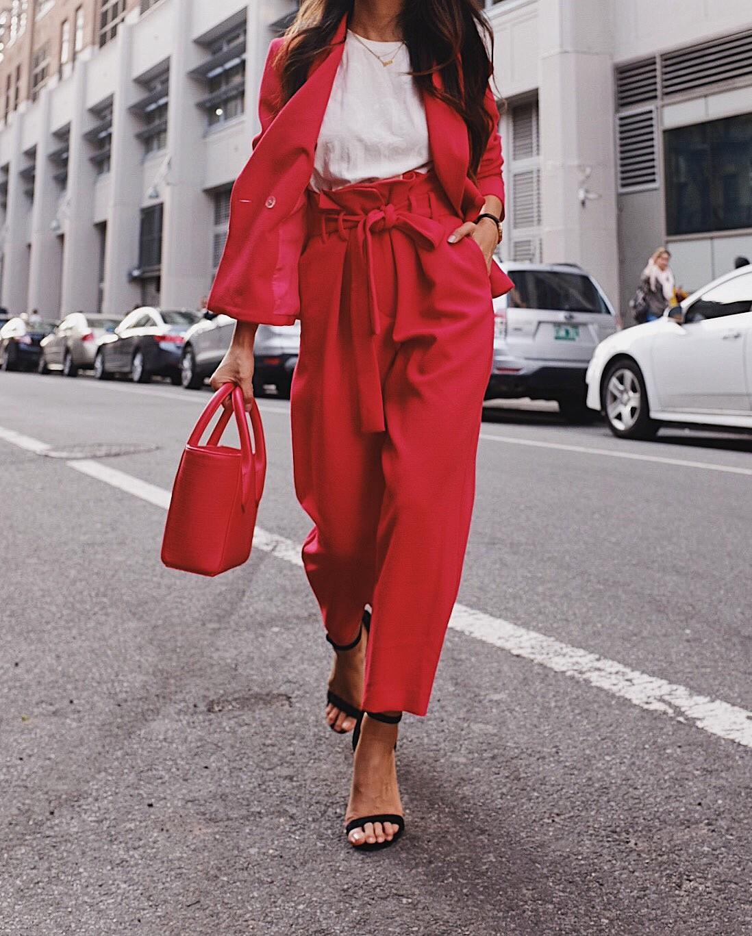 tailleur pantalon rouge
